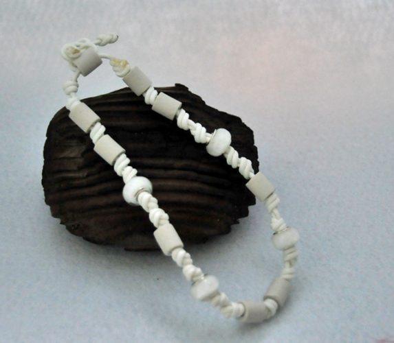 Halsband nachtleuchtend mit weissen Bead